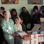 В детском отделении с угощением и подарками